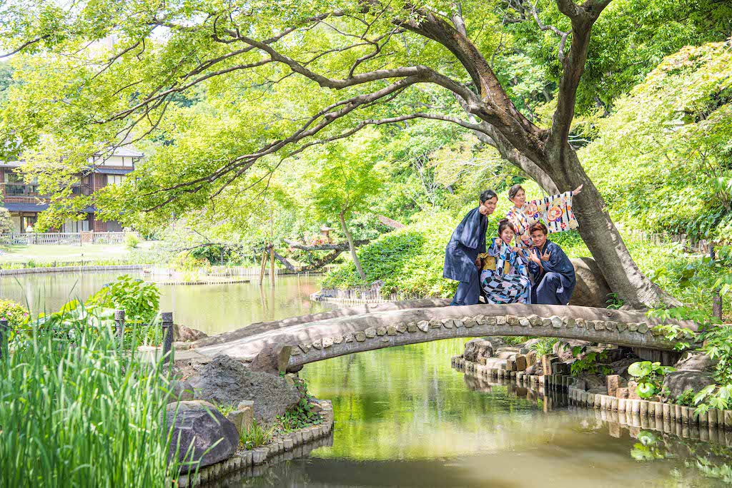 Family Kimono Photo-Shoot in Japanese Garden
